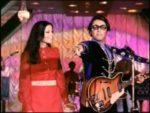 Aapke Kamare Me Koyee Rehata Hai Lyrics | Yaadon Ki Baaraat | Kishore Kumar, Asha Bhosle